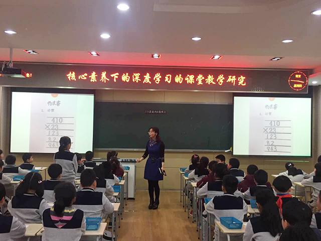 南京拉萨路使用焦点智慧教室上课-实物投影.jpg