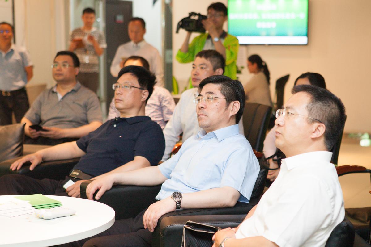 扬州市委常委、宣传部部长姜龙一行莅临焦点教育参观考察.jpg